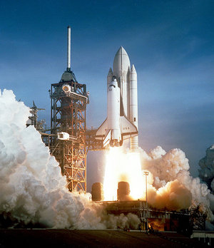 Space_shuttle_launch_cape_canaveral