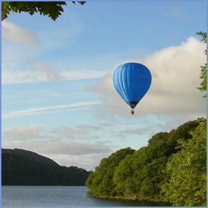 Hot_air_balloon_lake